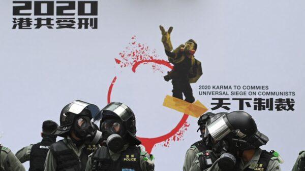 香港集会再遭催泪弹镇压 老人被捕满头血(组图)