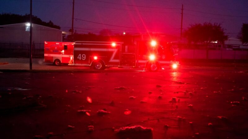 休士顿制造厂大爆炸 火光冲天200间屋毁至少2死