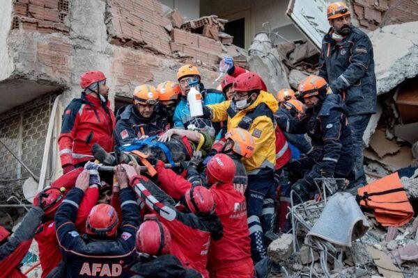 土耳其强震已酿31死 28小时后母女纷获救(视频)