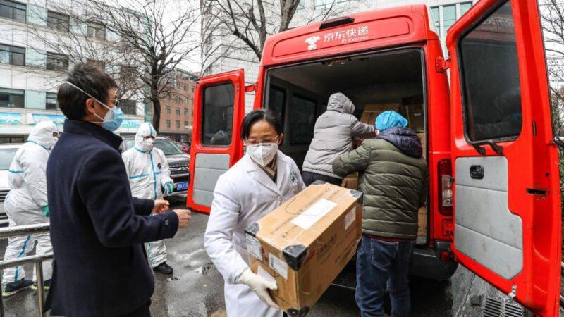 武汉红会拦截捐赠物资 官员抢口罩