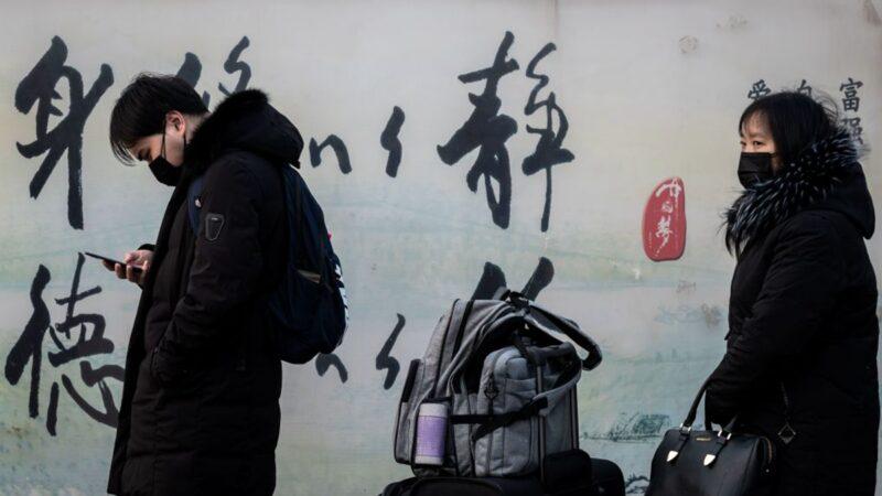 武漢人流落街頭 悲憤吶喊:別把我們妖魔化
