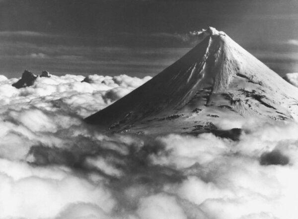 阿留申群岛火山爆发 灰烬冲逾2万英尺引发飞航警报