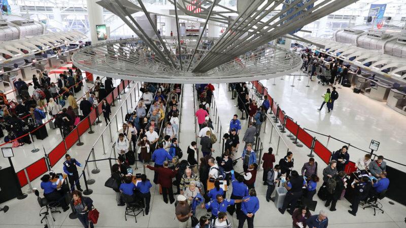 防肺炎扩散 美三大机场针对武汉航班进行筛检