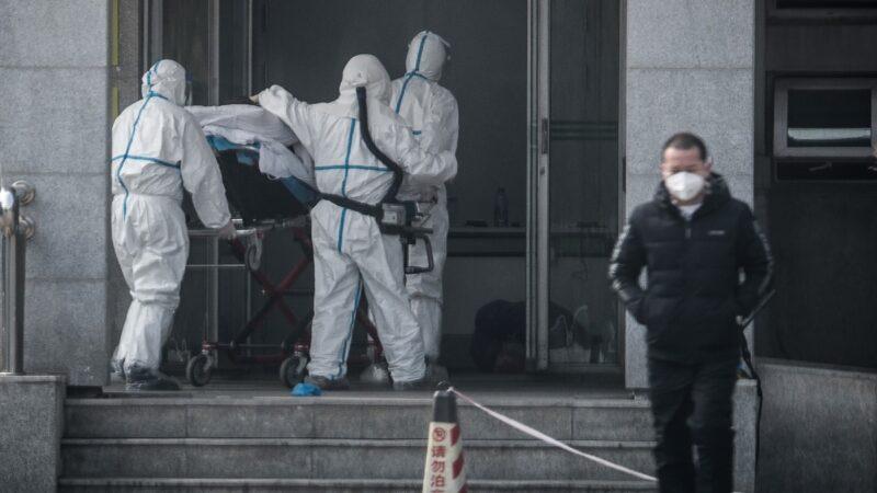 外媒:湖北大缺医疗设备 医生用雨衣塑料袋防护