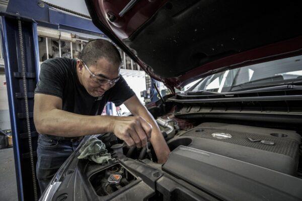 汽车维修问与答:引擎漏油的原因