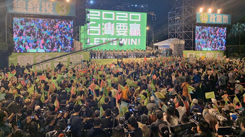 选举前夜:蔡英文再斥一国两制 韩国瑜批绿营执政