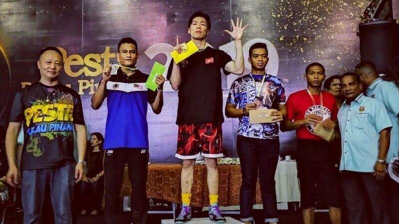 香港拳擊手奪金牌 領獎台高舉「五大訴求」