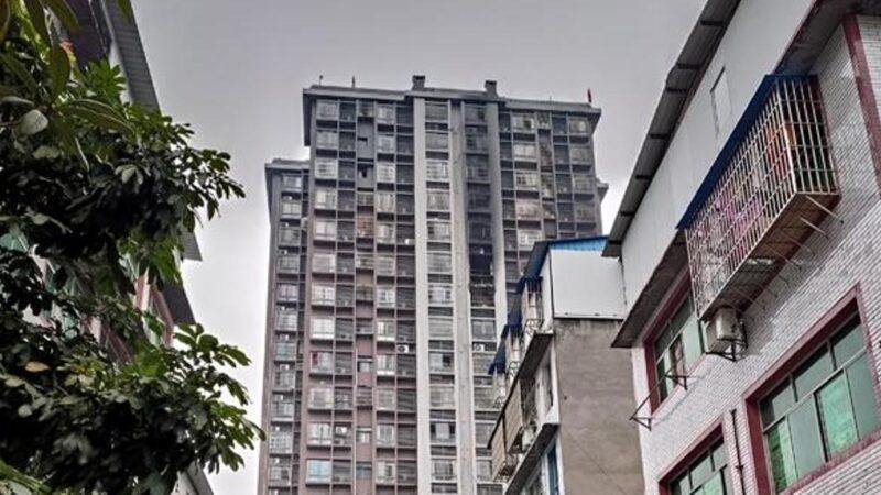 重庆一家6口呼救50分钟活活烧死  邻居:消防栓没水