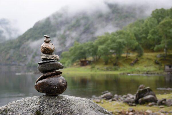 生态学家:堆叠石头风潮损害生态