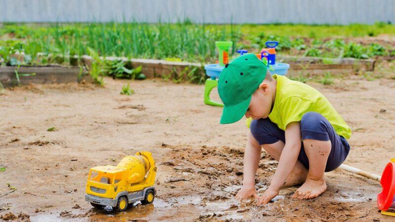 孩童多接觸泥土或有益減少過敏症