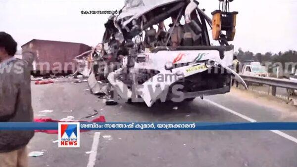 超車失控 印度卡車迎面撞公車至少20人死