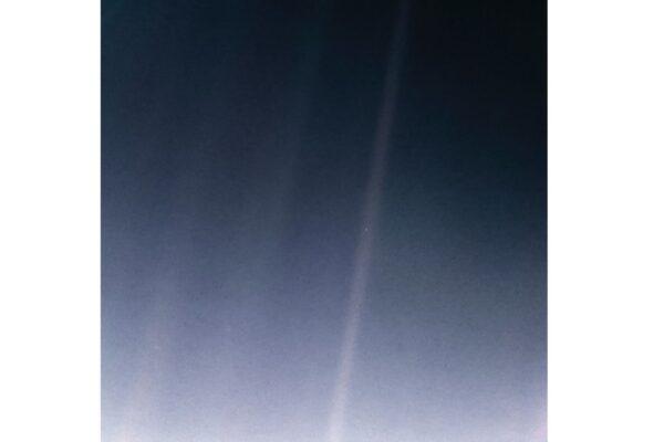 《苍蓝小点》:来自40亿英里外的地球照片