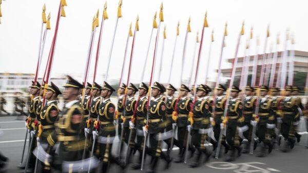 港媒:2500多名军警被隔离 军委颁12个紧急通知