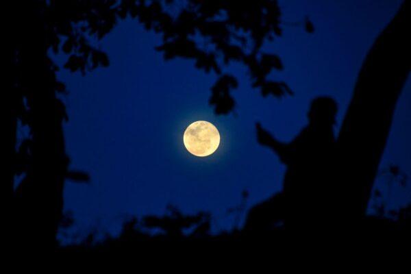 月亮是史前人类的杰作—— 宇宙飞船!