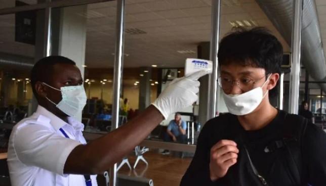 闻武汉肺炎色变 中国人被逾百国入境管制