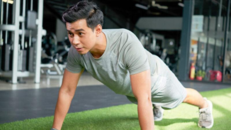 伏地挺身練全身肌肉 有6大好處 這麼做更增肌(組圖)