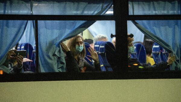 美加强新冠病毒防控 密歇根325人接受监测