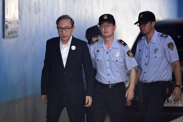 涉貪污受賄 李明博判17年取消保釋當庭收押