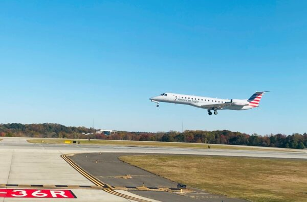 飛美客機若載到曾訪中乘客 改降指定機場檢疫