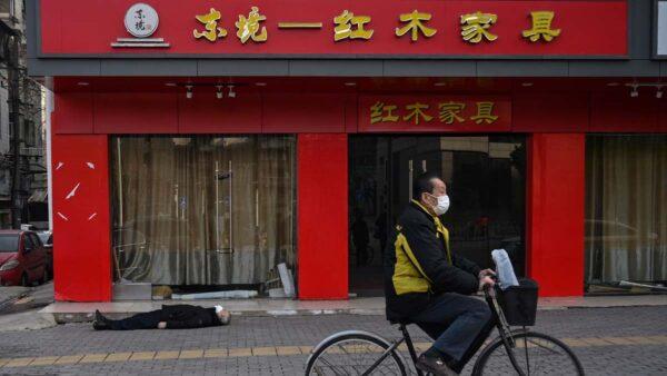 武汉究竟死多少人?殡仪馆运尸袋告急全国求援