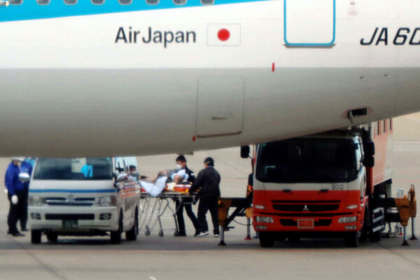 日本第4架包机准备接人 盼放行中国配偶出境