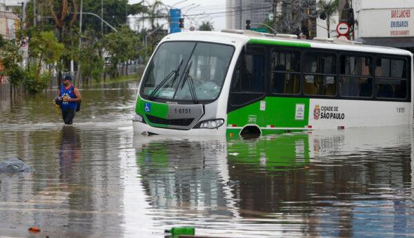 降雨創37年紀錄 巴西聖保羅交通大癱瘓