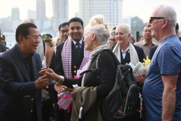 柬埔寨總理親迎 威士特丹遊輪乘客驗出武漢肺炎