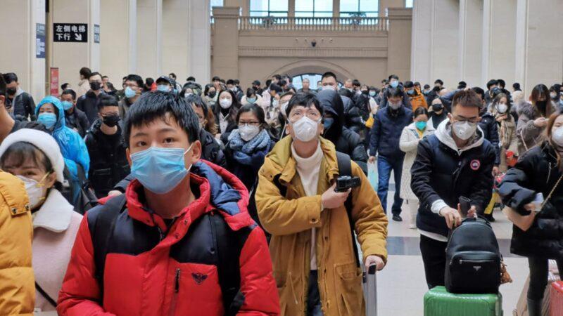 """广州企业""""冒死""""开工 两公里人龙测体温"""