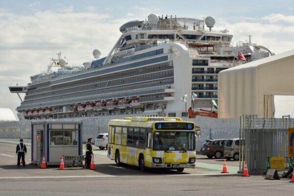 钻石公主号约500旅客先下船 与确诊者同房将续留14天