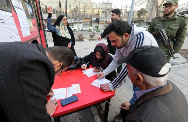 伊朗国会选举投票 延长5次时间才落幕