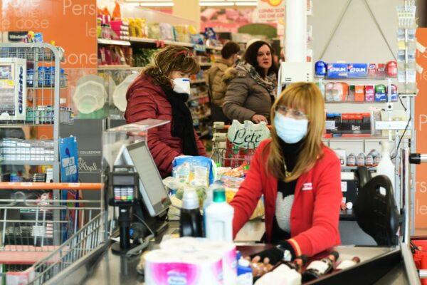 忧疫情蔓延 意国超市排长龙 欧陆绷紧神经