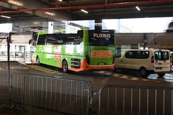 意巴士抵法國 司機嚴重咳嗽送醫 乘客禁下車