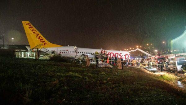土耳其客机硬着陆断3截 至少1死157伤