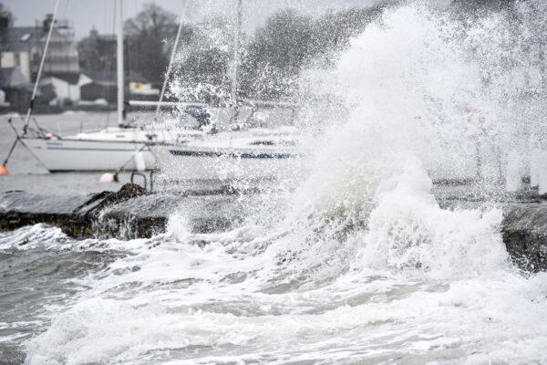 一週2大風暴相繼而來 英部署軍隊防災
