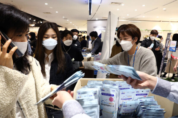 再创新高!韩国武汉肺炎单日暴涨571例 全国病例破二千
