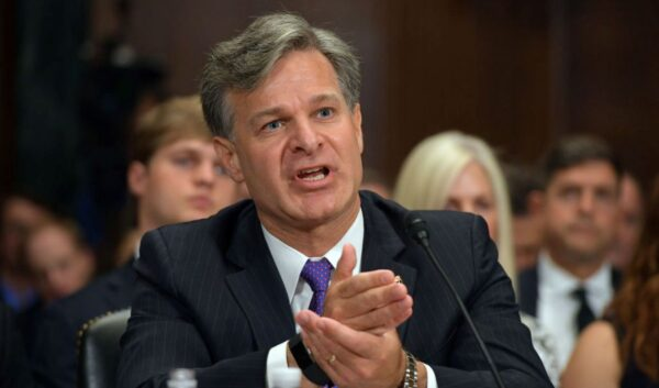 FBI局長罕見點名中共公開宣戰:對滲透「零容忍」
