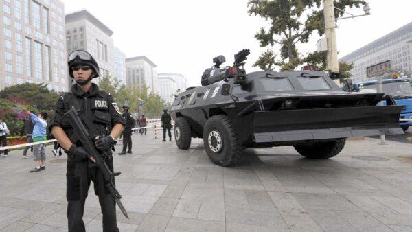 中共各地政府互抢口罩 传装甲车押运都被拦路抢劫