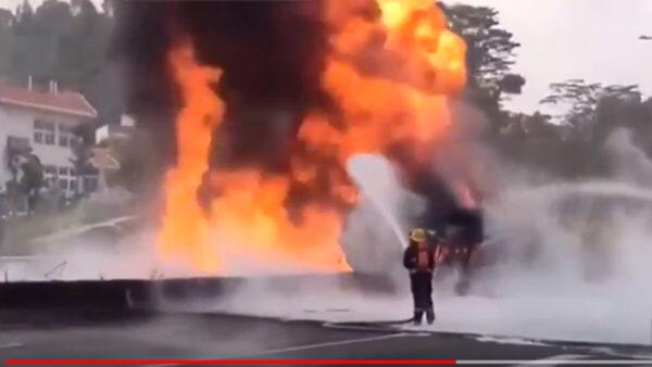 冲天大火从北烧到南 广深高速深圳段起火(视频)