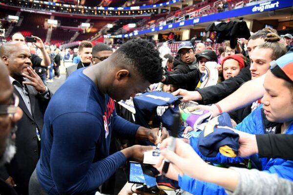 NBA发布防疫建议 吁球星击拳代替拍掌