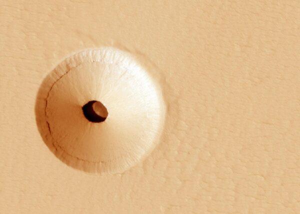 NASA在火星上发现神秘地下洞穴
