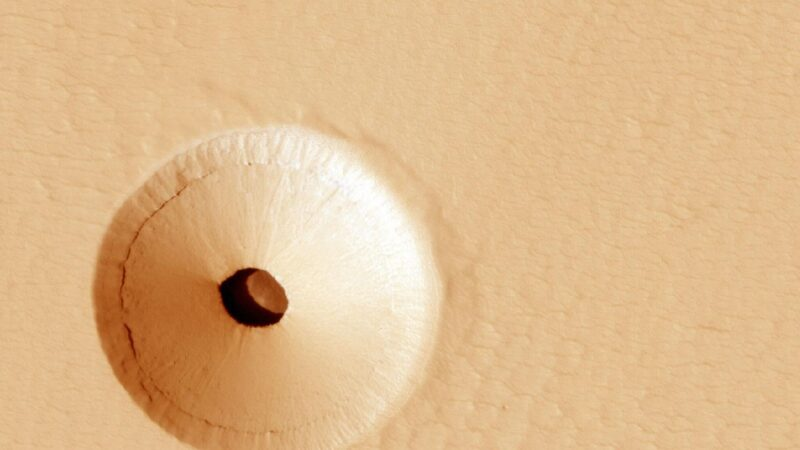 NASA在火星上發現神祕地下洞穴