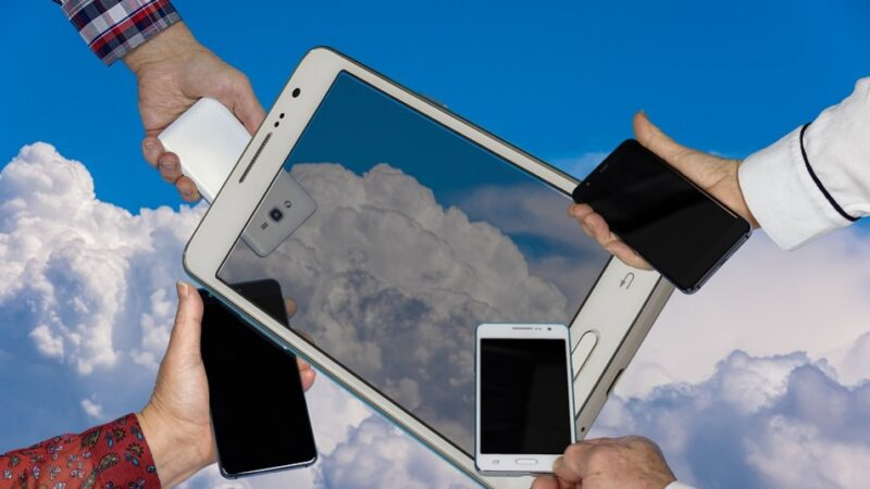 玩手机或导致脑梗等9大危害 很多人还不知道(组图)