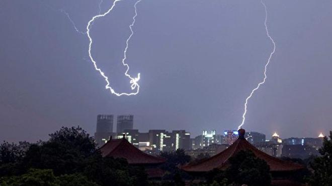 分析:北京強風巨浪很邪乎 中南海頭頭鬧别扭