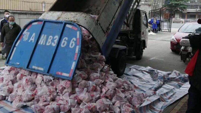武汉被曝用垃圾车给居民送肉 官方紧急补锅