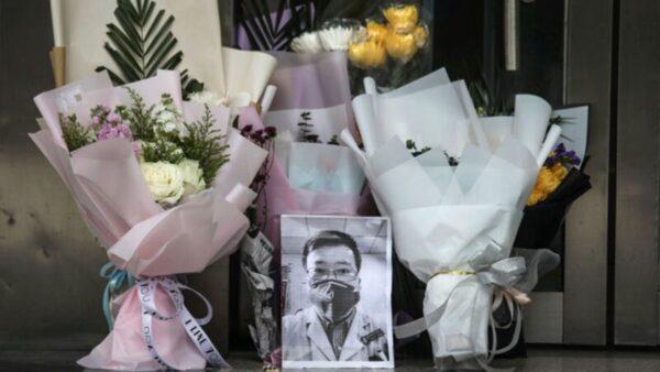 """李文亮去世周年 """"哭墙""""留言:依然只有一种声音"""