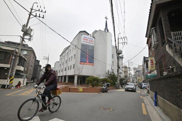 韩累计4212例 检方以杀人罪对新天地教主展开调查