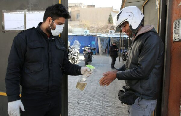 波兰现首例 伊拉克首起死亡 伊朗再一高官染病