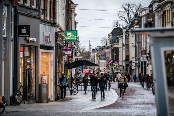 医院爆群聚感染 荷兰确诊单日激增61例