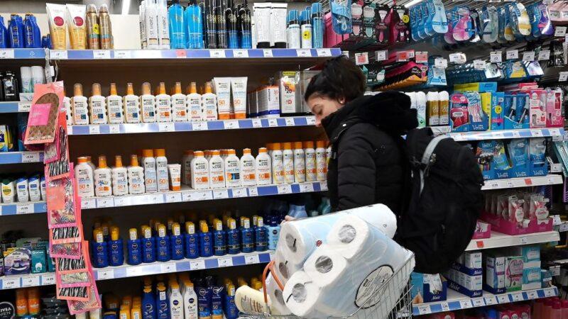 武漢肺炎疫情延燒 英國陷恐慌性搶購民生用品