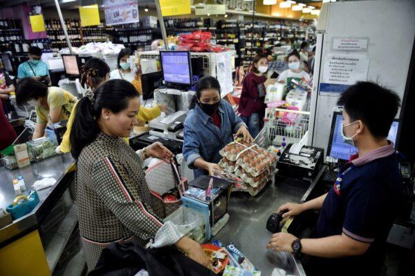 泰国逾千观众齐聚看拳击 逾百人染中共肺炎